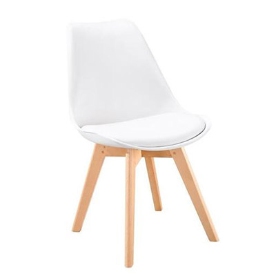 chaise blanche scandinaves avec coussin