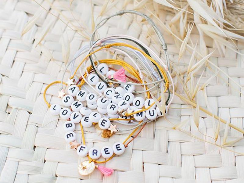 bracelets perles lettres bbuble ban